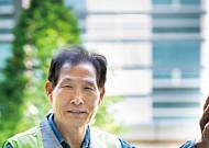 강동성심병원에서 환자 엘리베이터 이송 맡은 김창원 씨