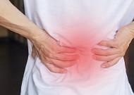 부모님 건강 위협하는 '척추관협착증', 수술 해야 하나?