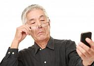 '실버 스몸비족' 증가, 노년층 목 건강 비상