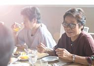 자연스런 노화과정?… 재활치료로 삼킴장애 극복 가능