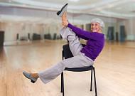 의자 활용한 코로나시대 노년층 운동법