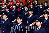 [포토] 경례하는 이화여대 학군단 후보생도
