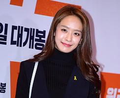 세월호 노란 리본 달고 영화 '원라인' VIP시사회 참석한 ★들