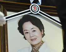 다시는 볼 수 없는 미소…슬픔 속 故 김영애 발인식