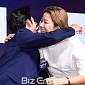 [BZ포토] 전혜진, 임시완과의 포옹에 엄마 미소