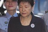 두 번째 재판에서 여유 되찾은 朴…변호인단, 검찰과 실랑이