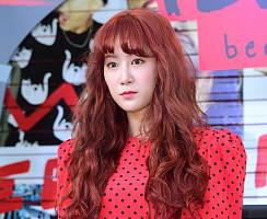 씨스타 해체 발표 후 첫 공식석상 선 소유, 얼굴이 반쪽!