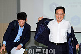 [포토] SW기업간담회 참석하는 유영민 장관