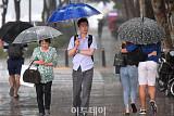 [오늘날씨] 내륙 대부분 소나기…남부지방 최고 33도 '늦더위'