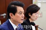 [2017 국감] 복지위, 류영진 식약처장에 '살충제 계란·생리대' 문제 집중 질타
