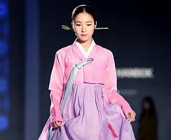 신세경, '한복입고 사뿐사뿐'