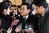 [포토] 기자 쳐다보는 전병헌 전 수석