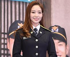 김선신 아나, '제복까지 찰떡 소화'