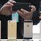 """애플, '아이폰SE2' 올 3월 출시설…""""보급형 모델로 위기 타파?"""""""