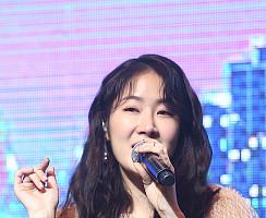 '첫 솔로 앨범' 소유, 달달한 속삭임