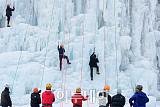[포토] 조심조심, 빙벽 오르는 사람들