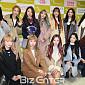 [BZ포토] 우주소녀, '멤버 연정 졸업식 축하하러 ...