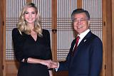 문 대통령-이방카, 청와대서 35분간 비공개 접견