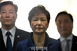 '30년 구형' 박근혜 前 대통령 오늘 선고… 354일 만에 1심 결론