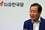 울산공항 직원, 보안검색 없이 홍준표 대표 일행 탑승시켜 경찰 수사…한국당, 강력 반발!