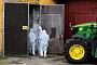 유럽, 100% 죽는 돼지전염병 '비상'… 국경에 장벽 설치