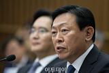 신동빈, '국정농단·경영비리' 같은 재판부 판단 받는다