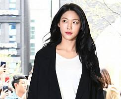AOA 설현, '미모 흩날리며~'