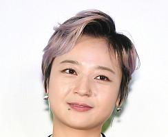 '충무로 여제' 김꽃비, 시선 사로잡는 화려한 피어싱