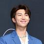 방탄소년단 RM, 반짝이는 꽃미소