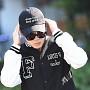 방탄소년단 지민, '모자와 선글라스 사이 눈 빼꼼'