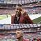 [2018 러시아 월드컵] '개막식 손가락 욕 논란' 로비 윌리엄스, 벌금 865만원+체포 가능성