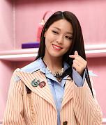 AOA 설현, '하트시그널~'