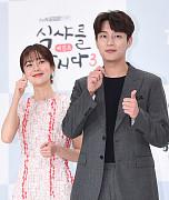 백진희-윤두준, '먹어 먹어~'