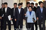[포토] 관계부처 합동 브리핑 참석하는 김동연 부총리