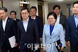 [포토] 입장하는 김동연 부총리와 관계부처 장관들