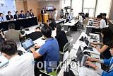 [포토] 질문에 답하는 김동연 부총리