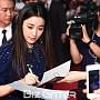 한효주, '사인에 집중한 모습도 아름다워'