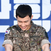 [BZ포토] 인피니트 성규, 지창욱-강하늘 선임들 장난에 '웃음보 터지기 일보직전'
