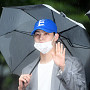 갓세븐 JB, 우산까지 깔맞춤