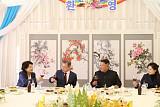청와대가 밝힌 미공개 남북정상회담 이모저모…김정은 손가락 하트 사연은