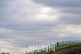 [내일날씨] 전국 곳곳 약한 눈발ㆍ비…미세먼지 오전 한 때 '나쁨'
