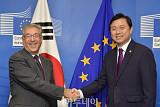 김영춘 해수부 장관, 국제적 불법 어업 근절 위한 한ㆍEU 공동선언 서명