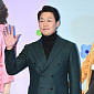 [BZ포토] 박성웅, 큰손 덕분에 '얼굴 작아 보이는 ...