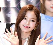 아이즈원 장원영, 눈부신 센터 미모