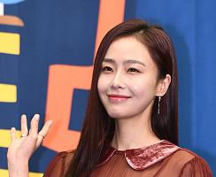 홍수현, 아름다운 미소+손짓