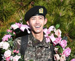 황광희, 병장 만기 제대 '꽃길 예정'