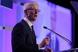 애플, 아이폰 부진에 신규 채용도 줄인다