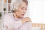 극심한 어깨통증이 계속된다면?…오십견 의심해야