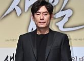 """'우상' 설경구 """"'지천명 아이돌'의 외모 포기? 다시 구겨놔서 송구하다"""""""