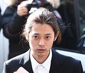 '성관계 동영상 불법 촬영 및 유포' 혐의 정준영